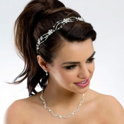 Necklace with earrings set, adorned with glistening rhinestones and crystal stones.