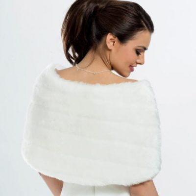 Glamorous cape made of high quality faux fur, with ribbon bows.