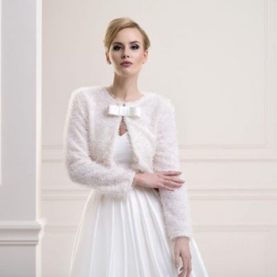 Beautiful jacket made of high quality soft knit fabric with long sleeves