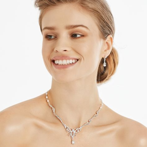 Elegant necklace with earrings set, featuring beautiful pearls and crystals.